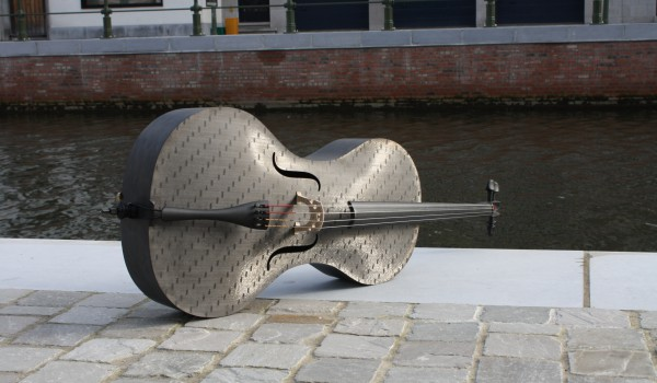 Carbon cello van Tim Duerinck